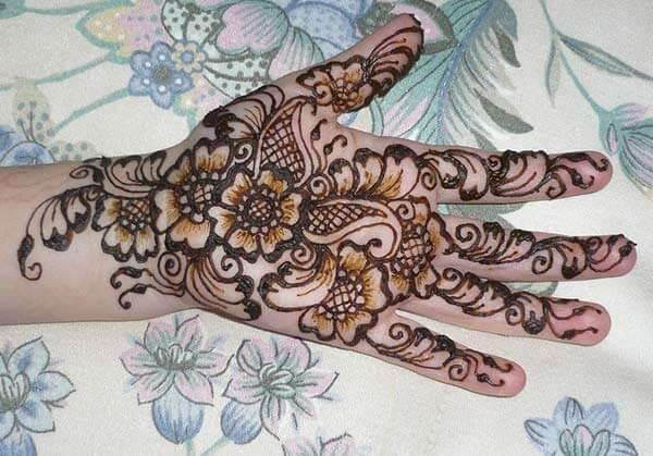 An aesthetic palm mehendi design for Girls and women