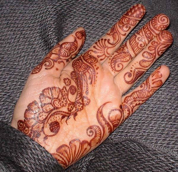 Awe-inspiring palm mehendi design for girls and women