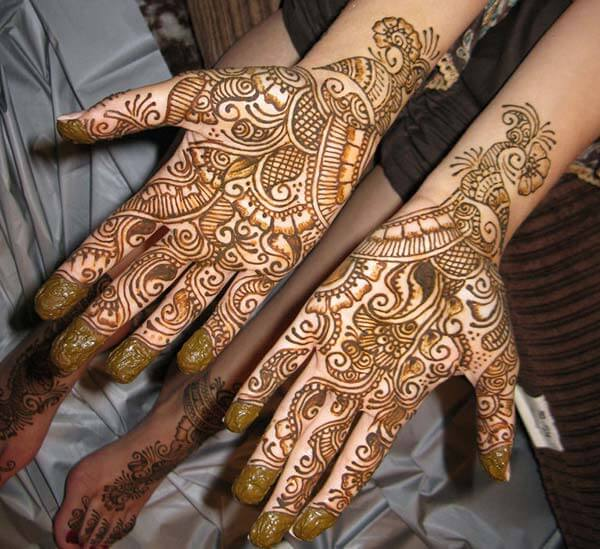 A breath taking mehendi design on palm for girls and ladies