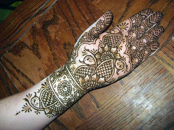 A mind blowing palm mehendi design for Girls and women