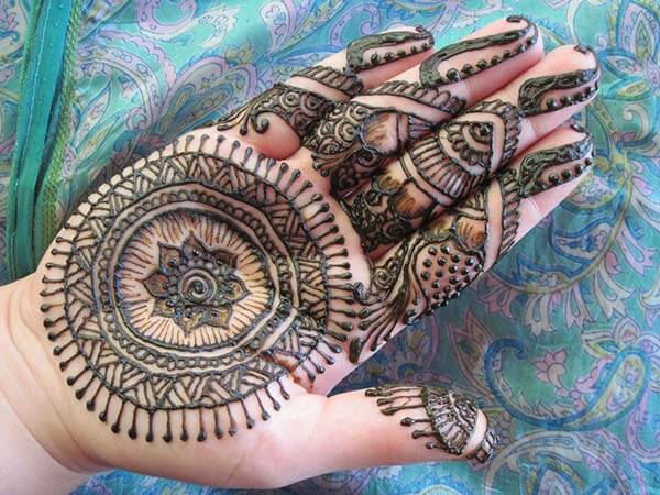 An artistic palm mehendi design for Girls and ladies