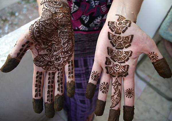 A trendy palm mehendi design for Ladies and girls
