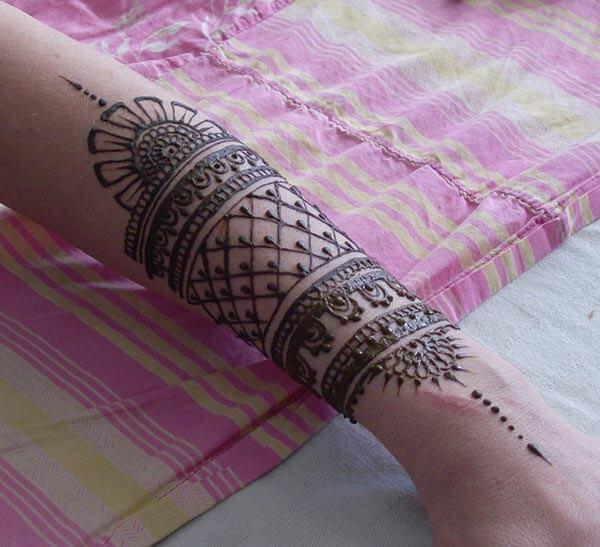 A mesmerizing mehendi design on wrist for Ladies