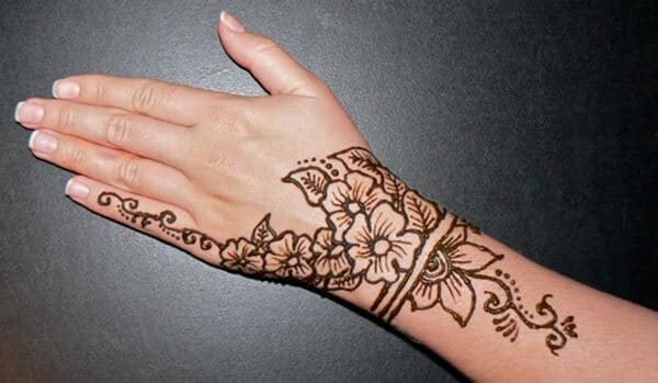 A marvelous mehendi design on wrist for girls and women