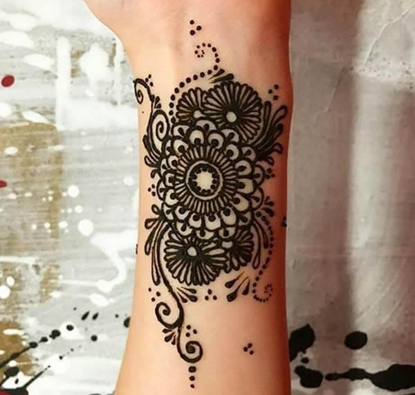 A heavenly mehendi design on wrist for Girls and women